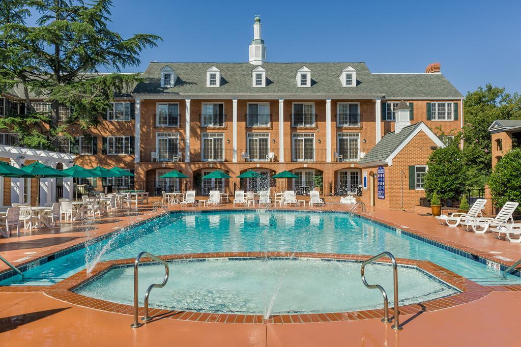 1324 richmond rd williamsburg va 23185 travelers for Richmond gardens pool