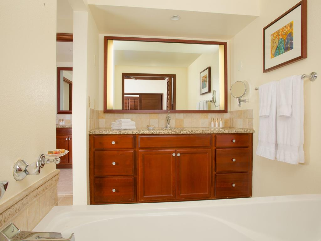 Marriotts Ko Olina Beach Club Kapolei HI Bathroom